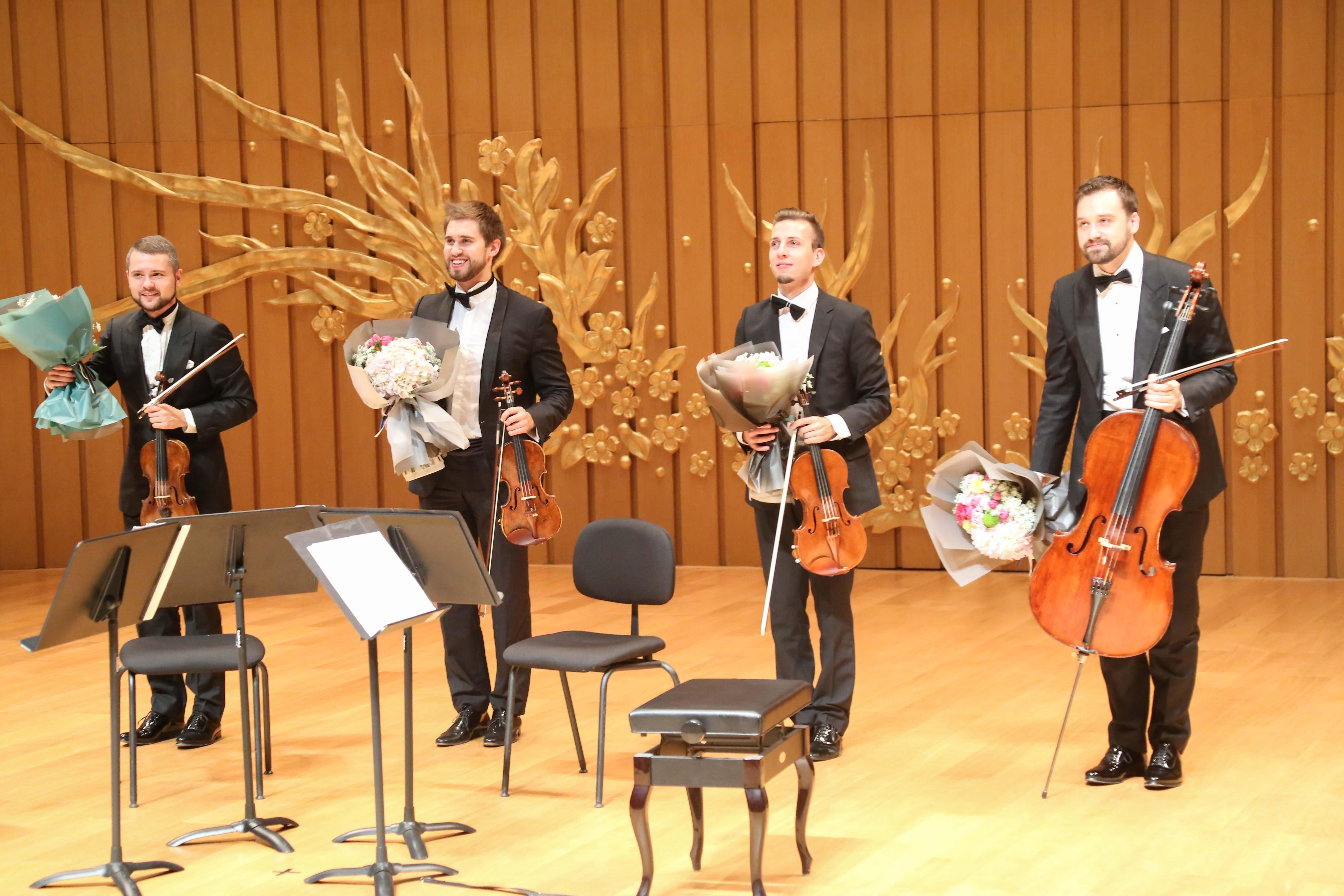 其中一首是弦乐四重奏版的中国曲目《茉莉花》,一曲奏罢,整个音乐厅